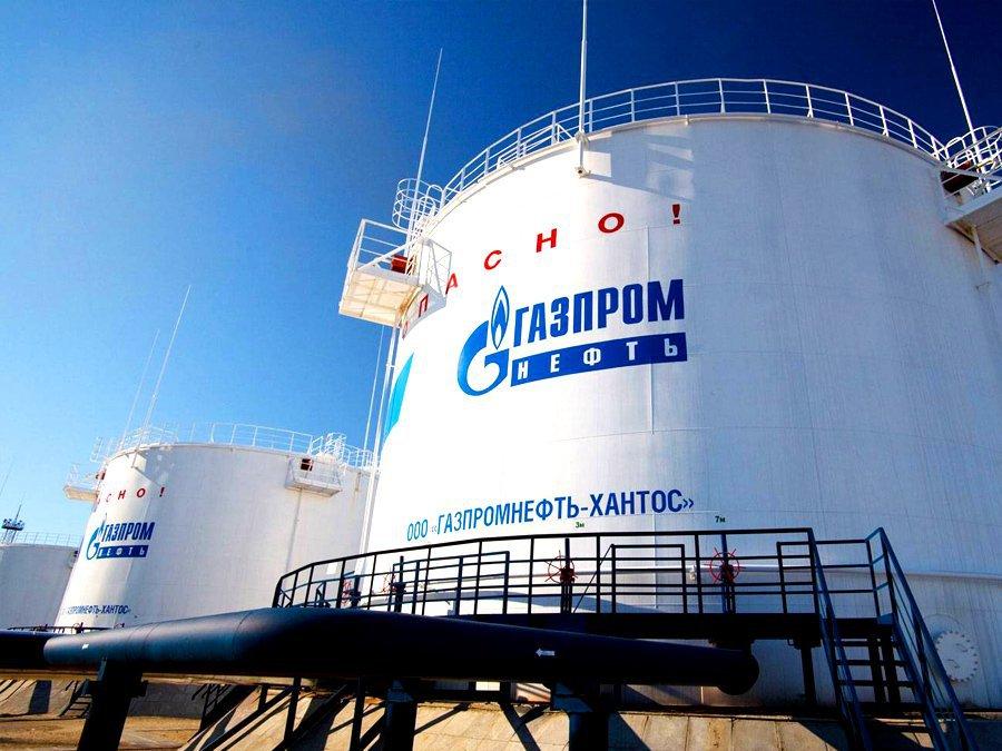 Чистая прибыль «Роснефти» в прошлом 2016-ом упала вдвое