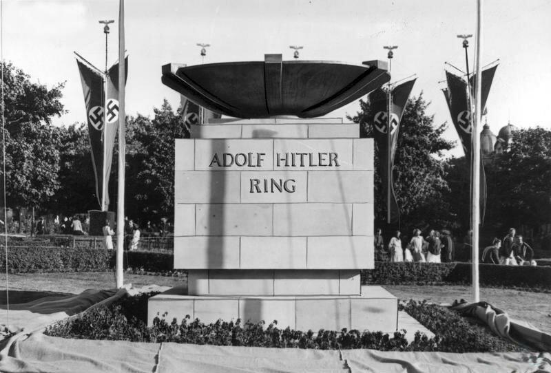 Adolf Hitler Ring - название пр. Свободы времен гитлеровской оккупации