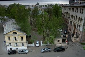 Слева дом, в котором родился А. Н. Скрябин