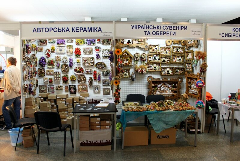 Павильоны авторской керамики и украинских сувениров