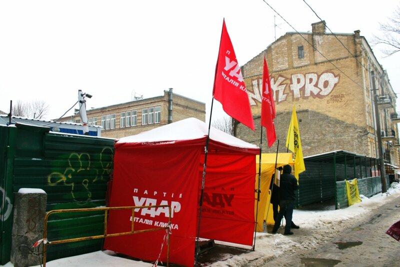Акция протеста против застройки в Десятинном переулке