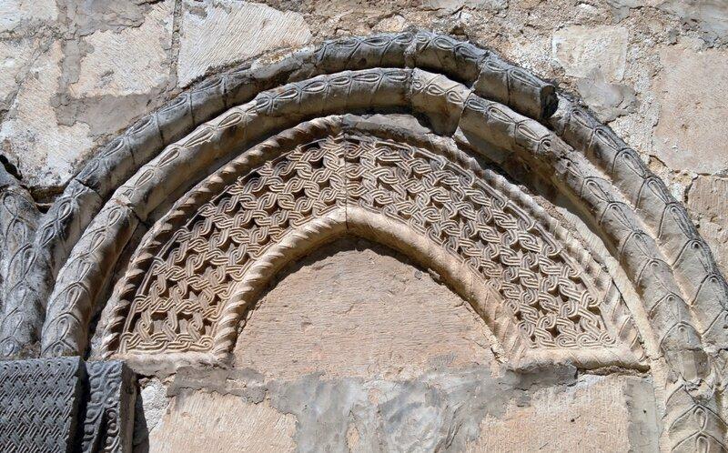 Церковь Никорцминда в Раче. Детали настенной резьбы