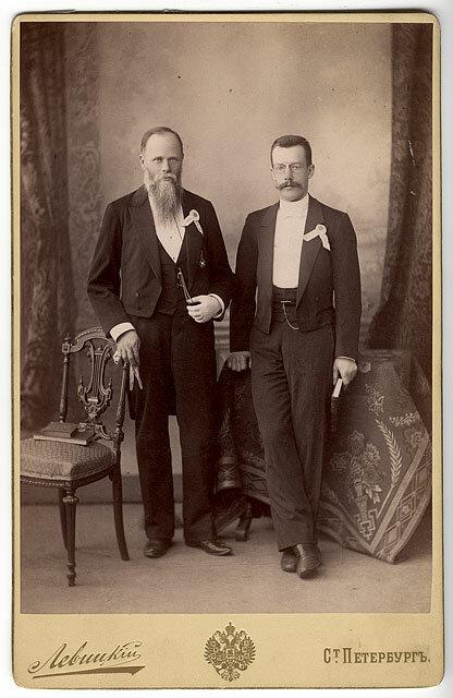 Геннадий Васильевич Юдин (слева)