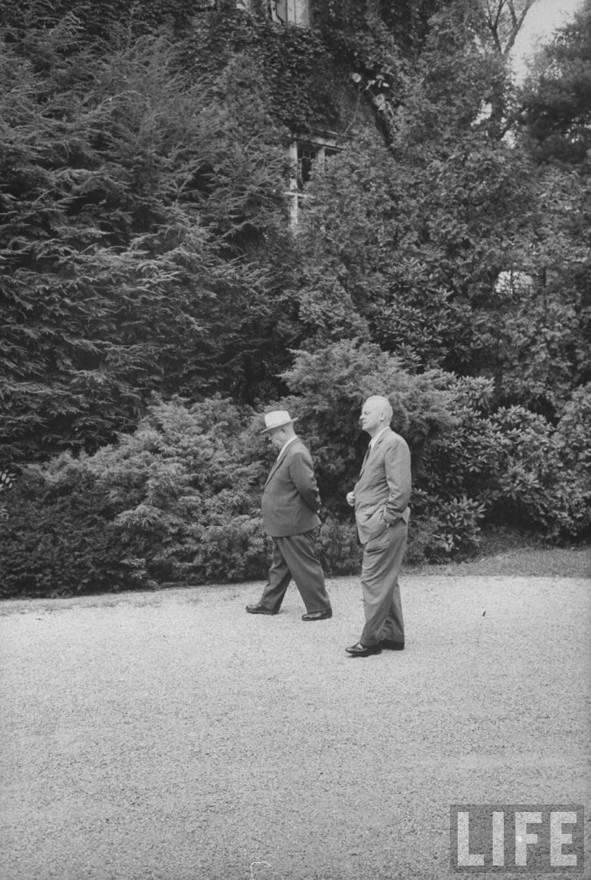 Никита Сергеевич Хрущев и Михаил Меньшиков во время своего визита