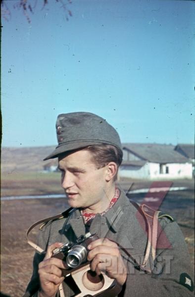 stock-photo-1943-kriegsberichter-war-reporter-photographer-leica-camera-9038.jpg