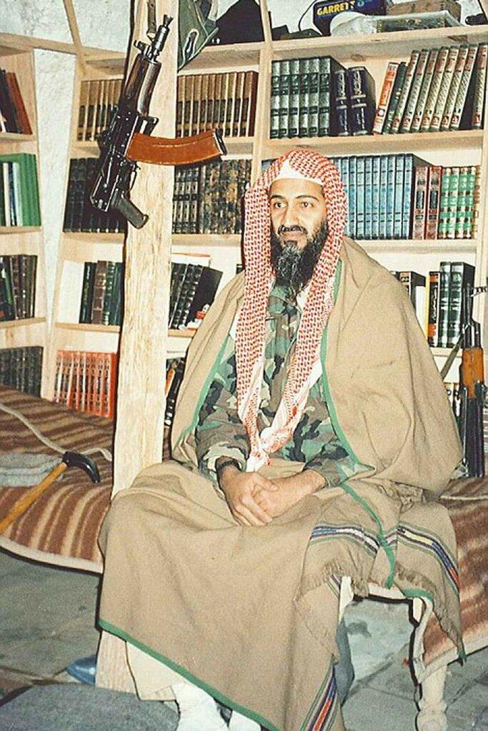 1996 Усама в бункере.jpg