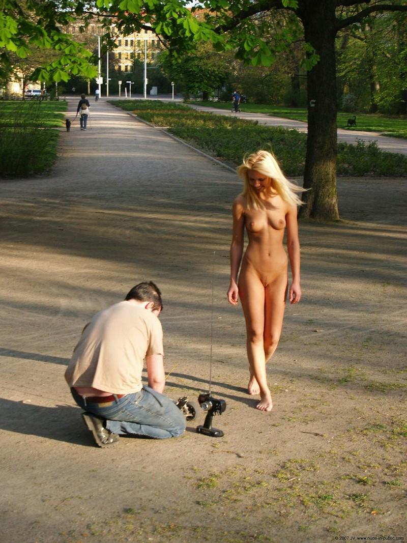 Порно Ходят Обнаженными
