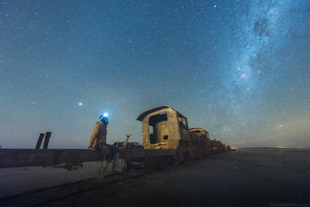 Млечный Путь над самым крупным солончаком в мире