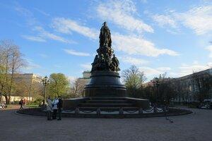 Достопримечательности Санкт-Петербурга: памятник Екатерине II