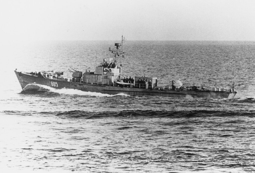 Soviet SO1 Class Submarine Chaser. Pennant #605, photographed in the Baltic in March 1962.