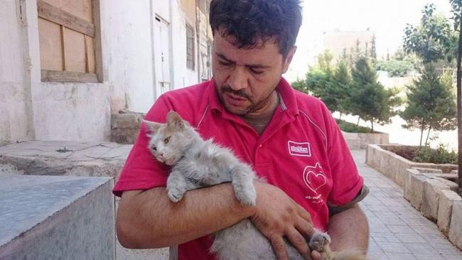 © Nobel Peace Prize to Alaa  «Комне подошла маленькая девочка, вся вслезах, ипротянула свое