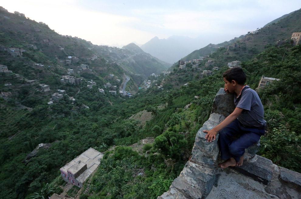 18. Дом в Жизнь в Йеменских горах. Хотели бы в таком жить? (Фото Abduljabbar Zeyad | Reuters):