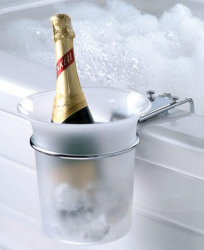Расслабьтесь вечером в горячей ванне с бокалом шампанского.