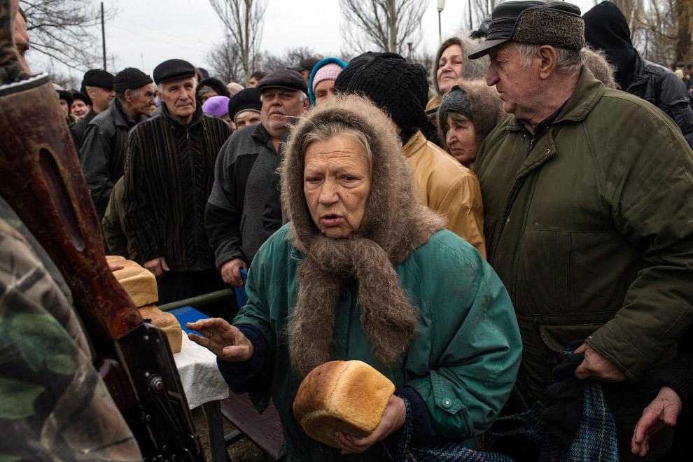 На начало февраля, количество внутренних переселенцев на Украине достигло 980 тысяч человек, ещ
