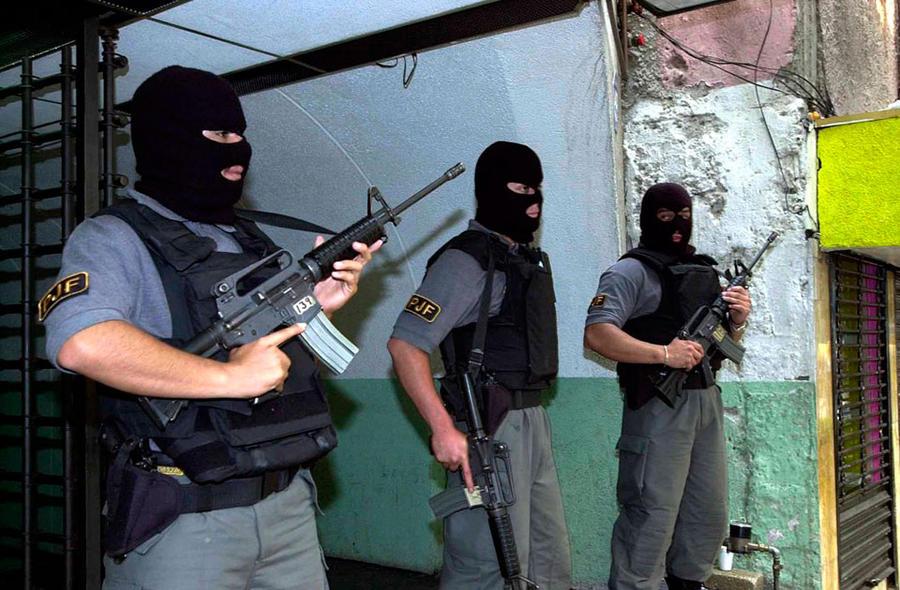 8. Мексика Полицию Мексики, в частности северные подразделения на границе с США, давно подозревали в
