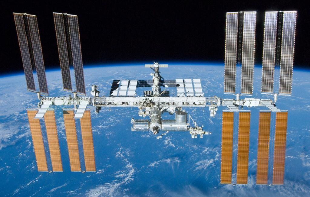 Международная космическая станция. Строительство объекта началось в 1998 году. Однако, не смотря