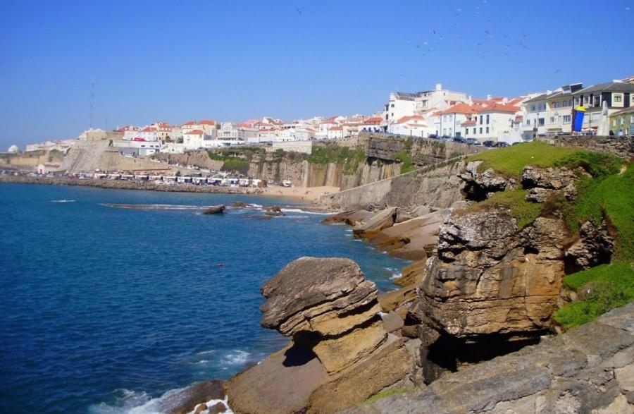 Небольшой португальский городок Эрисейра, вкотором проживает менее 10тысяч человек, находится в35