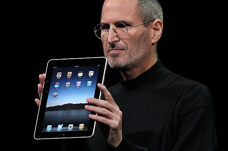 16. iPad, 2010 год. И пришел планшет. Называется он iPad. Он 1,2 см в толщину, весит 450 граммов и и