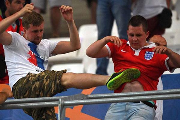 Русские футбольные фанаты получили условные сроки всуде Кельна