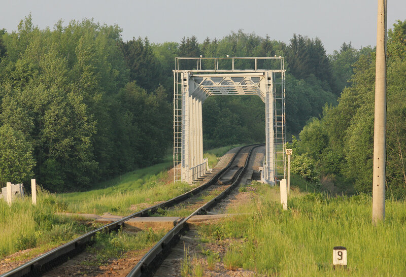 """Мост перегона Осуга - Сычёвка через реку Лосмина, недалеко от входного сигнала """"Н"""" станции Сычёвка со стороны Осуги и переезд автодороги Зубцов - Вязьма, мост и переезд крупно"""