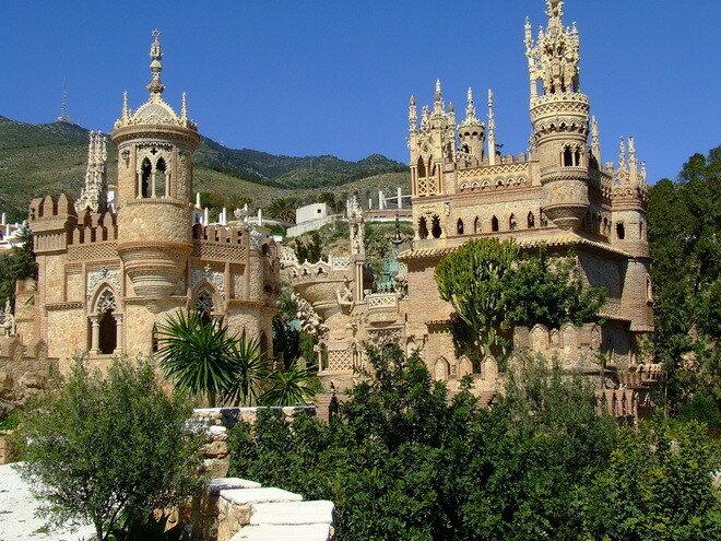 Замок Коломарес. Испания