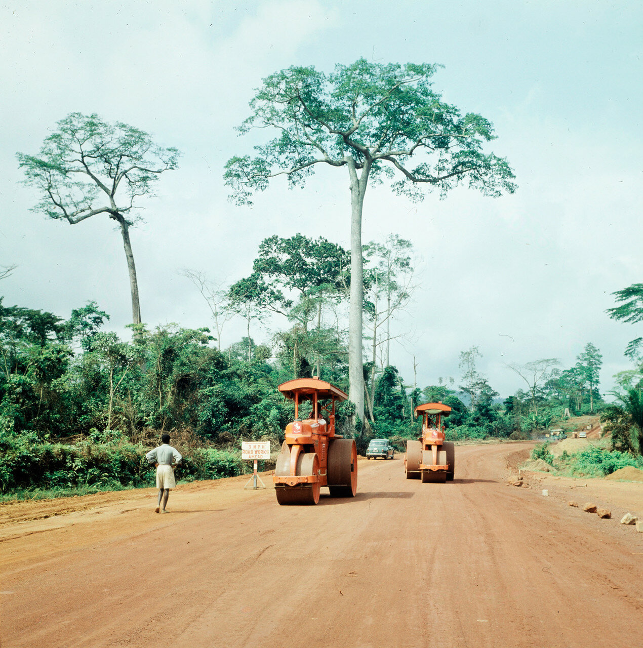 Обуаси. Строительство дороги