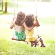 Девочки на качелях