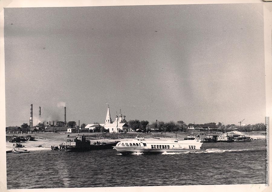 Балахна фотография 1965 года Спасская церковь и трубы Нижегородской районной электростанции (НиГРЭС)