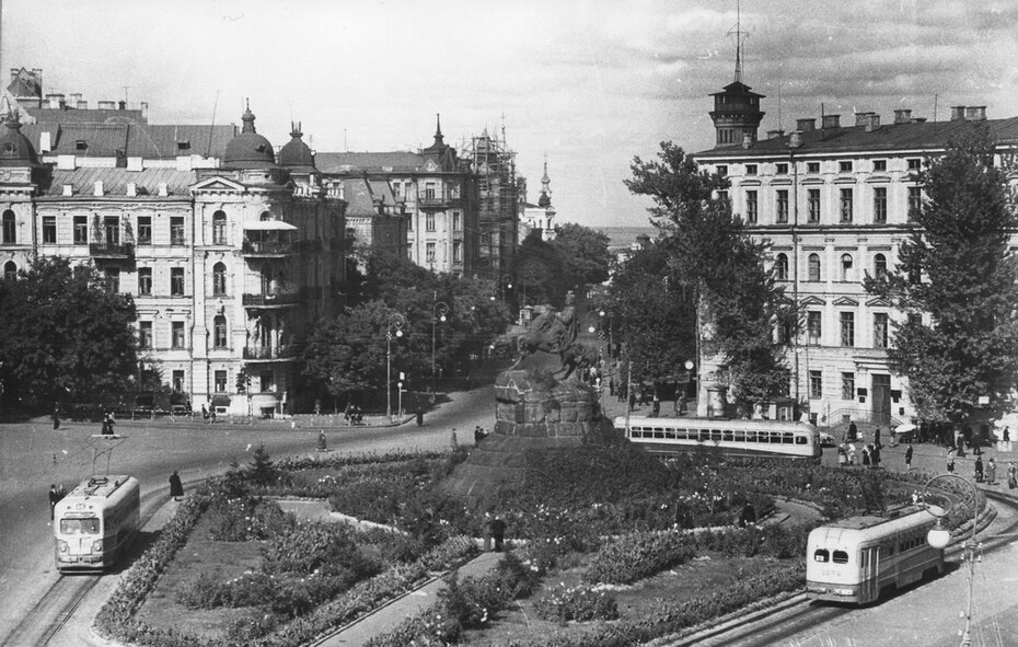 1953.09.25. Трамвайный круг на площади Богдана Хмельницкого (теперь Софийская площадь) Фото: Сычев В.