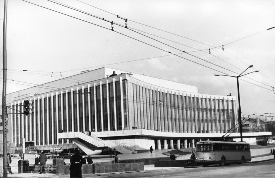 1970.04. Дворец культуры Украина, открытый 18 апреля 1970 года.