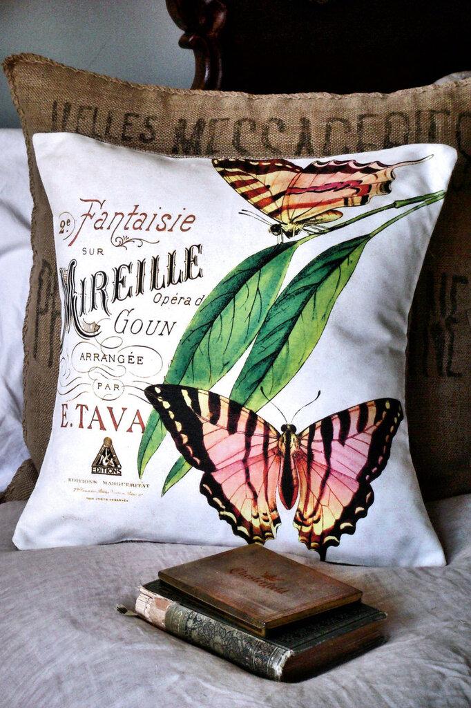 Декоративные подушки в винтажном стиле