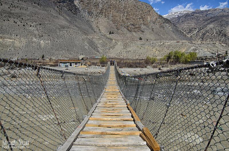 первый подвесной мост на нашем пути, Гималаи, Непал