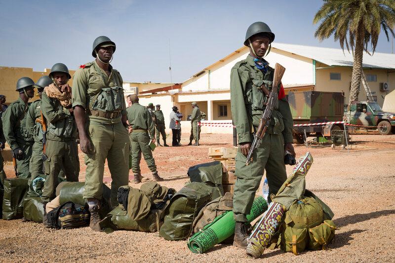 Renfort de soldats Maliens à l'aéroport de GAO