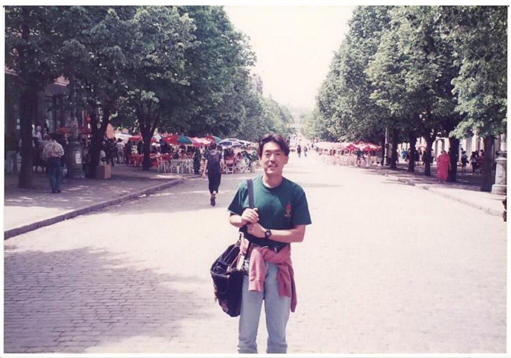 0_7749e_39640495_XXL Архивные снимки: Японский турист запечатлел Одессу 1996-го года