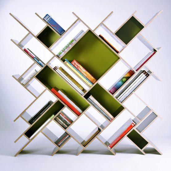 Книжные полки как лицо дома, образец креативного дизайна и просто утилитарная необходимость.