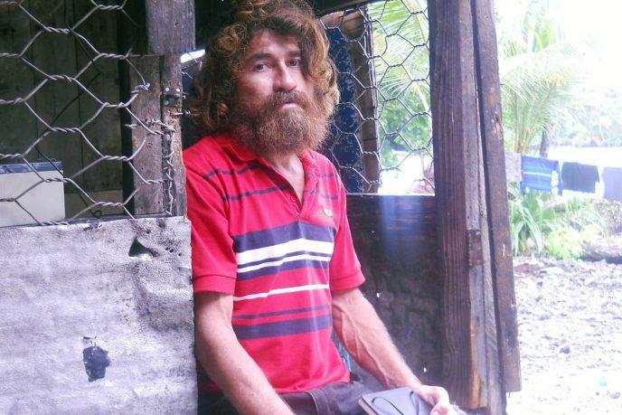 Рыбак Хосе Альваренгародом из Сальвадора. Он провел в океане 14,5 месяцев: в старой лодке без в