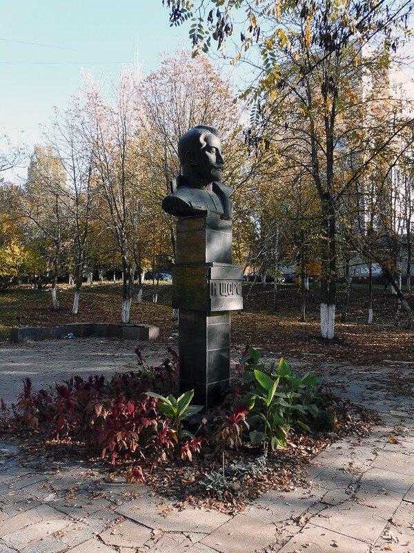 Памятник Николаю Щорсу в Белгороде, фото Sanchess, 2012