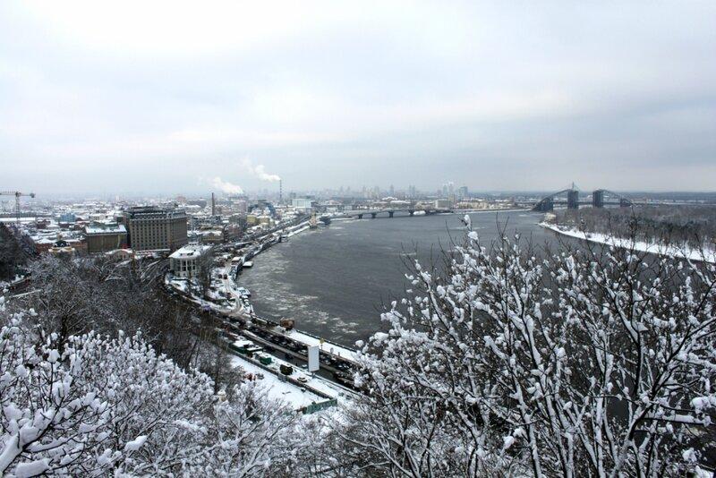 Зимний вид с площадки обозрения Хрещатого парка