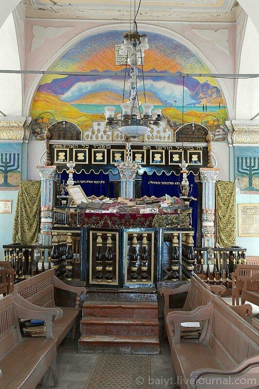 Синагога в городе Они. Бима