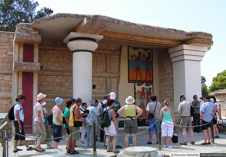 Большие Южные Пропилеи и фреска Процессии в Кноссе, Греция