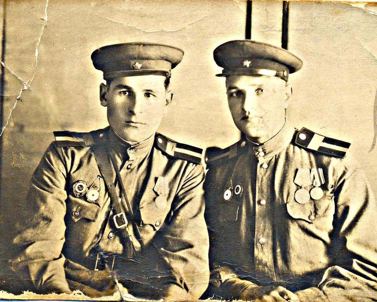 3. Иван Александрович Агапов (слева) в 1946году