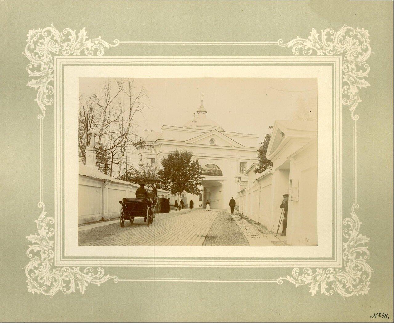 Святые врата со стороны Лаврского двора