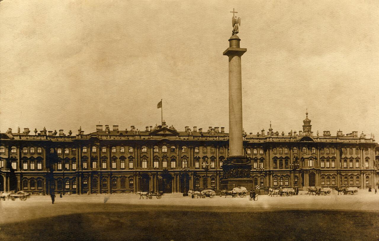 Вид на Зимний дворец и Александрийский столп, 1920-30 гг.