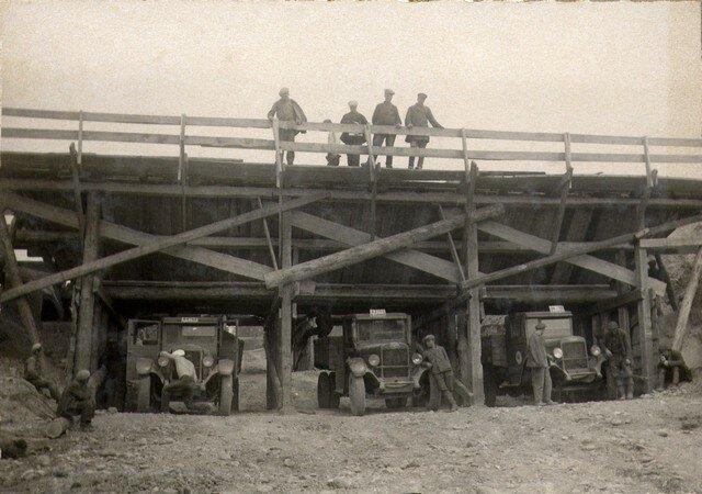 Бункер для загрузки земли в автомашины на «Лисихе». Май 1936г.
