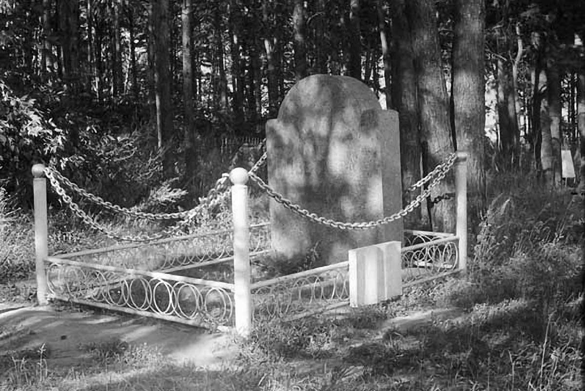 Могила М.И.Цветаевой на Петропавловском кладбище.
