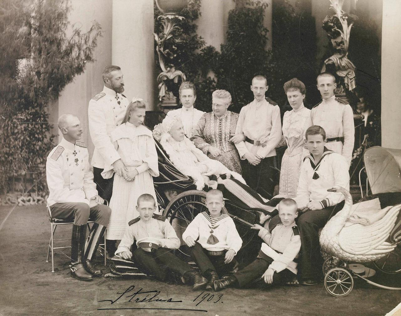 Великая княгиня Александра Иосифовна и члены Константиновской ветви Романовского дома