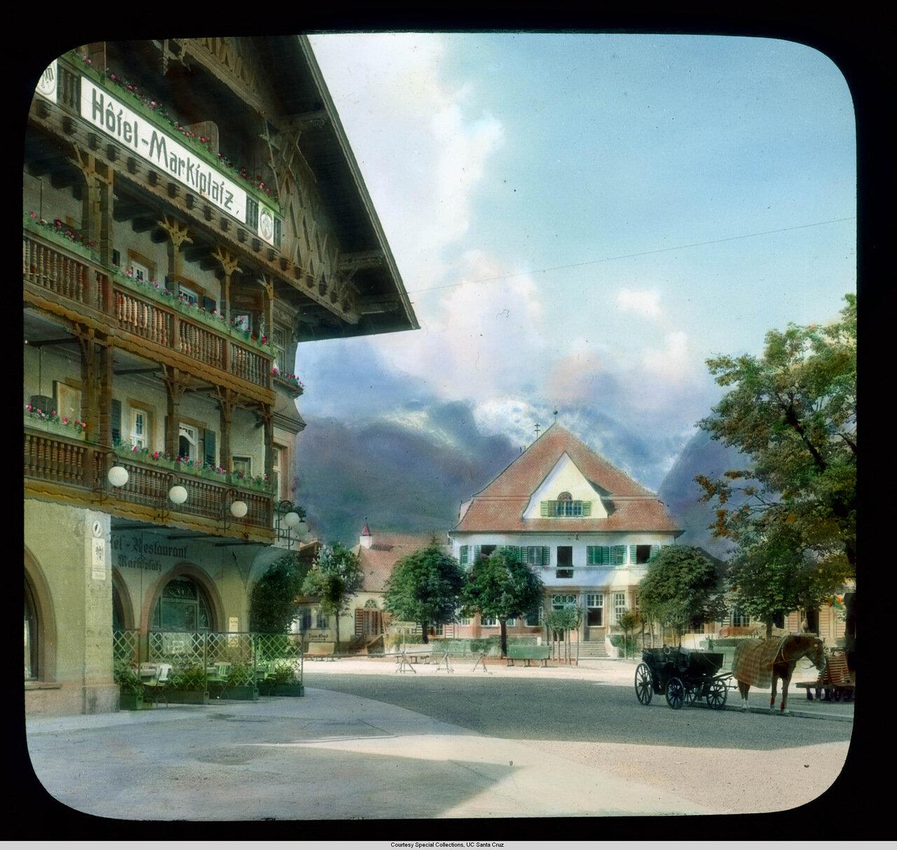 Гармиш-Партенкирхен. Рыночная площадь в Гармише с гостиницей и курортом