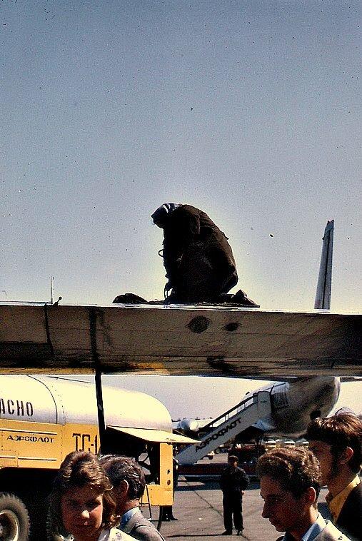 Рабочая в московском аэропорту