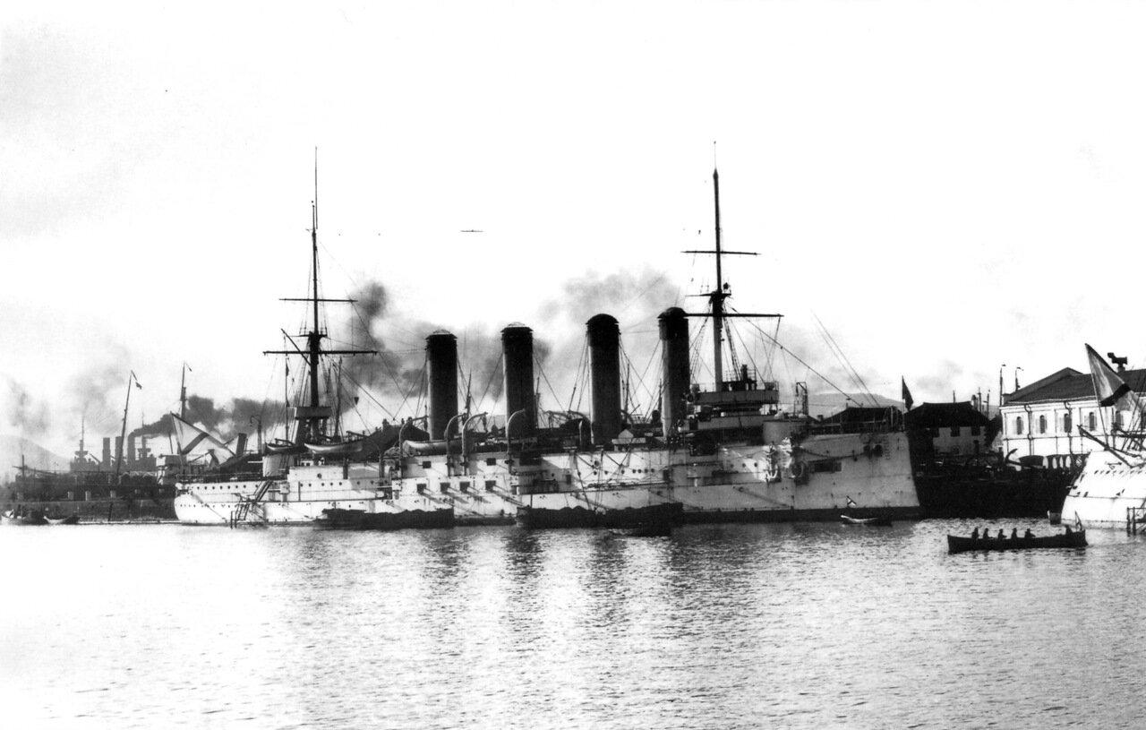 Броненосный крейсер Баян в Восточном бассейне Порт-Артура, конец ноября 1904 года