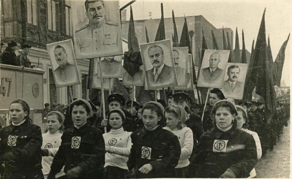 Авиатехникум на демонстрации в 1947 году